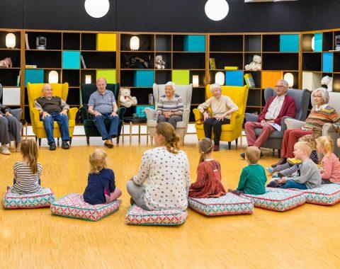 """Vier Folgen """"Wir sind klein und ihr seid alt"""" mit Beteiligung der Mediana Seniorenresidenz Hünfeld und der Kita """"Regenbogenland"""" Burghaun sind ab dem 3. Februar 2020 jeweils montags um 20.15 Uhr auf VOX zu sehen."""